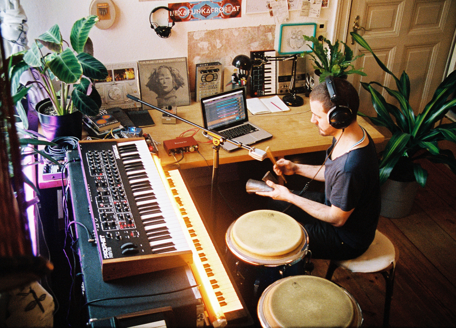 Àbáse producing music in home studio